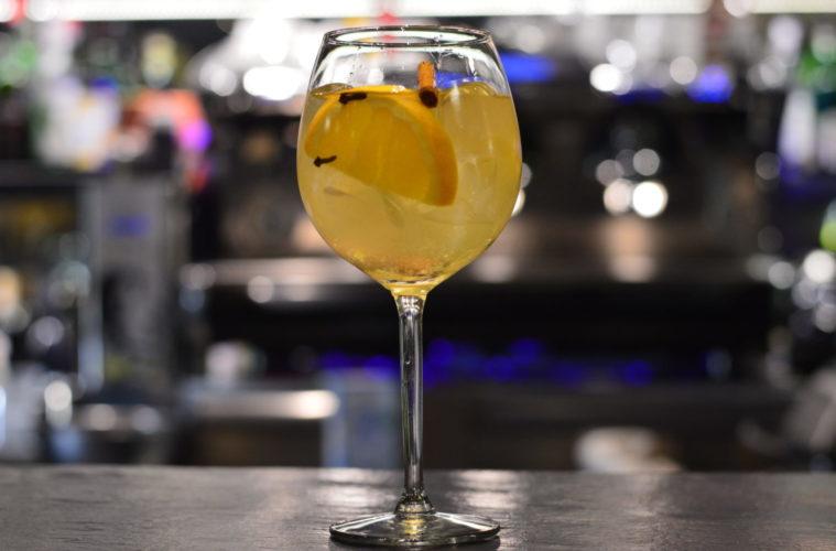sangria, vino bianco, white wine, spezie, frutta, drink, cocktail, mixology, gabriele stillitani, lavinia biancalani, the style pusher, bartender, spagna, barcellona