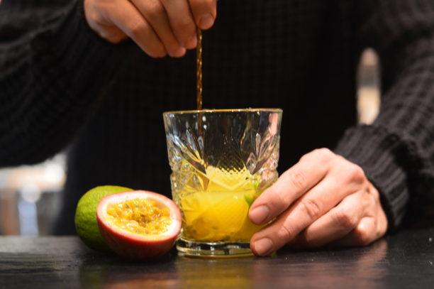 mixology, bartender, cocktail, drink, gabriele stillitani, lavinia biancalani, the style pusher, cachaca, maracuja, passion fruit, caipirinha